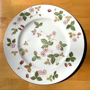Wedgwood Wild Strawberry gold rimmed china plate